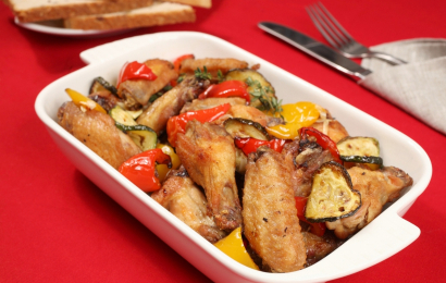 Крильця, запечені з овочами