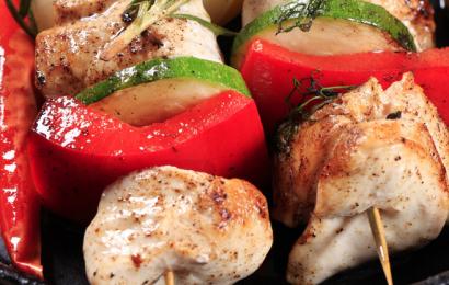 Курячий шашлик по-грецьки з соусом
