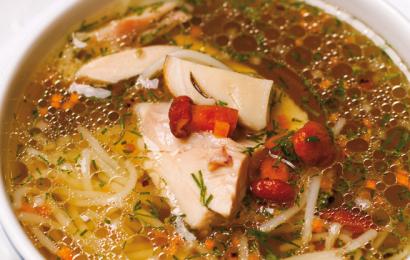 Курячий суп із грибами та локшиною