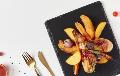Куриный салат с тыквой и шароном