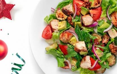 Салат з курки Парміньяна, кмином і авокадо