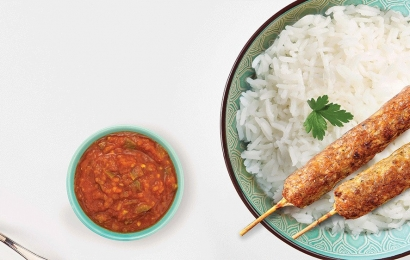 Кебаб з томатною сальсою і рисом